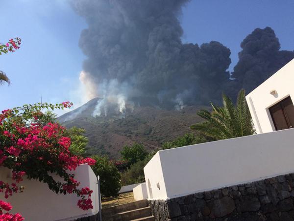 Il Cdm dichiara lo stato di emergenza a Stromboli dopo le eruzioni