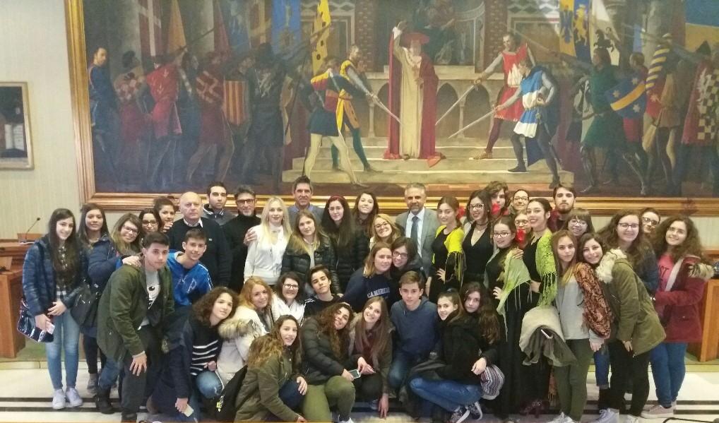 Scambio culturale Modica-Siviglia: studenti spagnoli ospiti al Comune