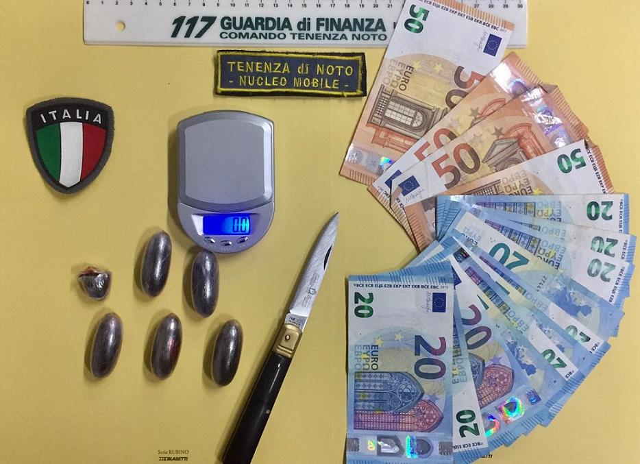 Rosolini, 20 enne bloccato dalla Finanza con l'hashish