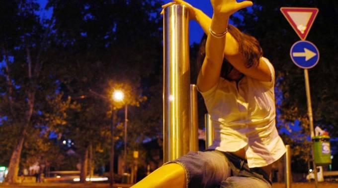 Roma, tenta di stuprare una turista: preso grazie a un selfie