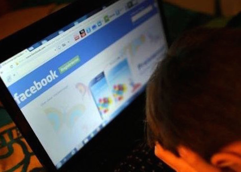 Roma, annuncia il suicidio su Facebook: salvato dalla polizia