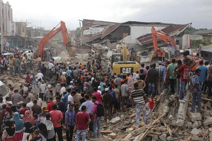 Violento terremoto a Sumatra, quasi cento morti