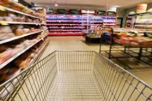 Impiegato supermarket Cefalù deruba cliente, denunciato