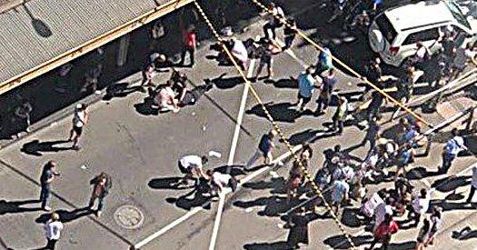 Suv contro la folla a Melbourne: sedici feriti
