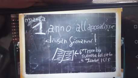Svastiche e stelle di David sui muri di un asilo nido di Paternò