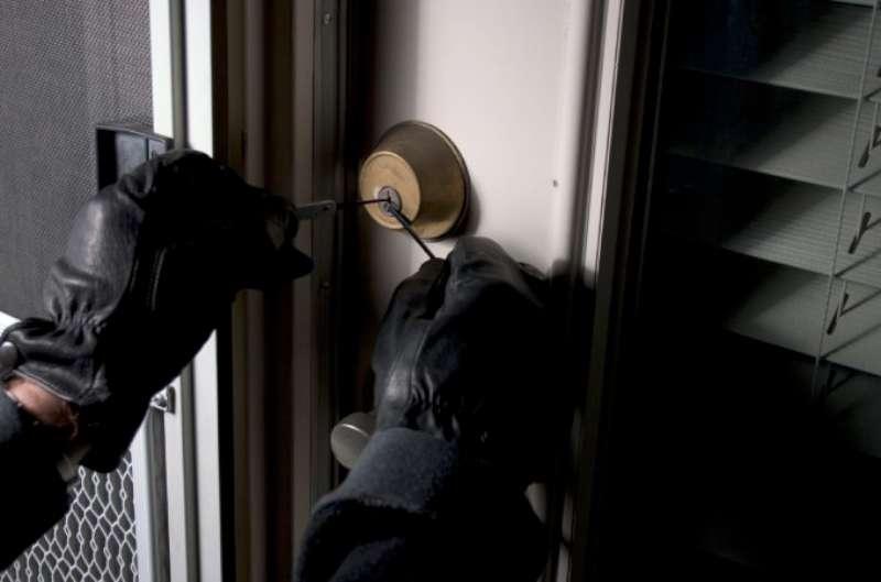 Sventato un furto in una casa di Floridia, una persona arrestata