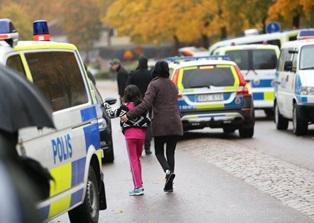 Vestito da Dart Fener uccide in Svezia un alunno ed un prof
