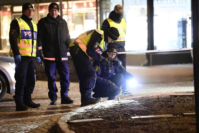 Terrore in Svezia, 8 accoltellati in strada: due gravi