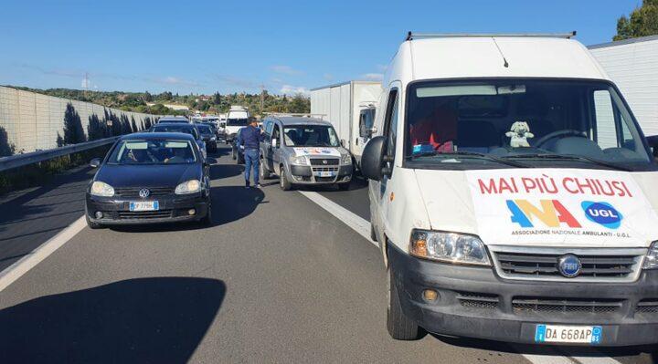 Covid, protesta ambulanti: bloccato per un'ora tratto tangenziale di Catania