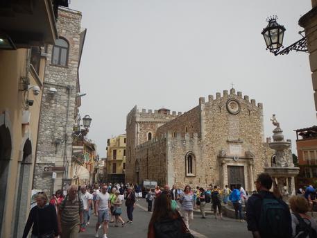Lite a Taormina tra due ristoratori, il questore sospende le licenze