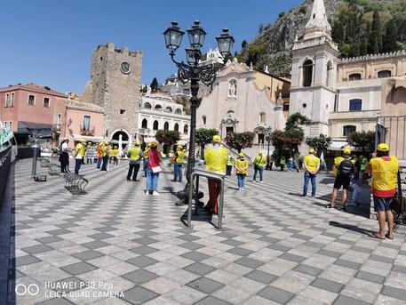 Occupazione, diecimila stagionali a rischio: flash mob a Taormina