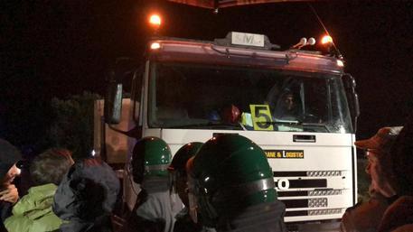 Tap, partiti i lavori a sorpresa: proteste degli attivisti a Melendugno