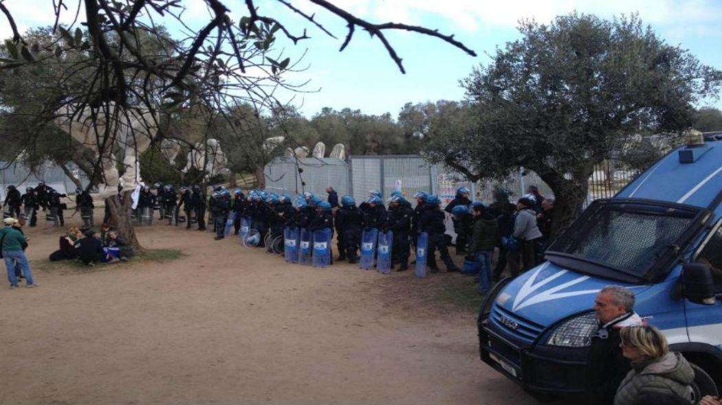 Proteste No Tap contro il gasdotto: feriti due agenti