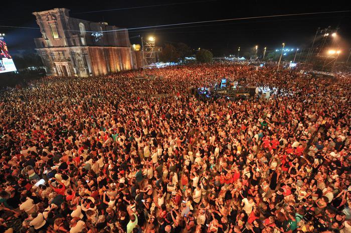 Notte della Taranta, in 200 mila al concertone di Melpignano