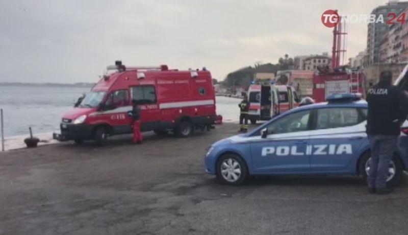 Camion finisce in mare a Taranto: morto l'autista