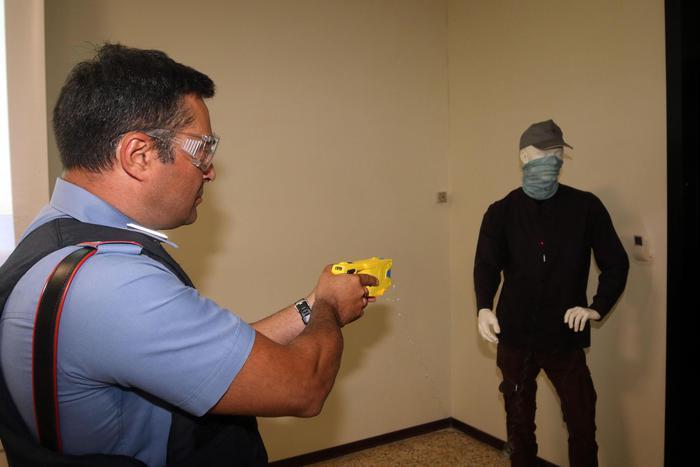 Da mercoledi' anche a Napoli la polizia sperimenta la pistola taser