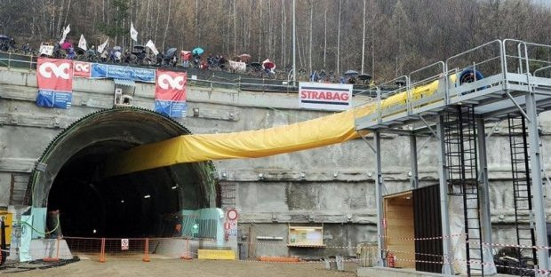 Braccio di ferro sulla Tav, Salvini punta sul referendum