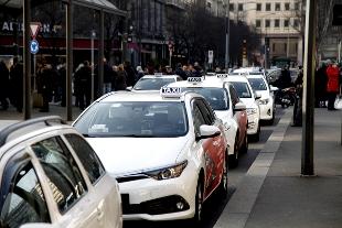 """Via libera del Parlamento al """"milleproroghe"""": le misure dai Taxi al vino ed i precari"""