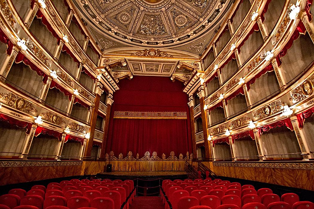 """Teatro, si alza il sipario al """"Tina di Lorenzo"""" di Noto"""