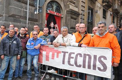 Catania, lavoratori della Tecnis sui binari della Metro per protesta