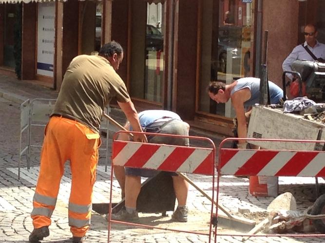 Catania, tranciati cavi delle telecomunicazioni: tecnici Telecom a lavoro