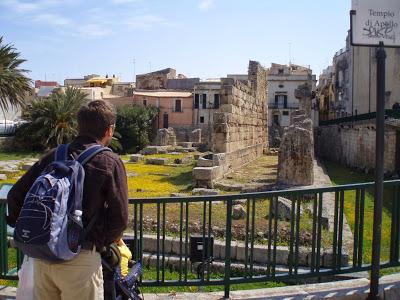 Siracusa, un turista americano rapinato al Tempio di Apollo
