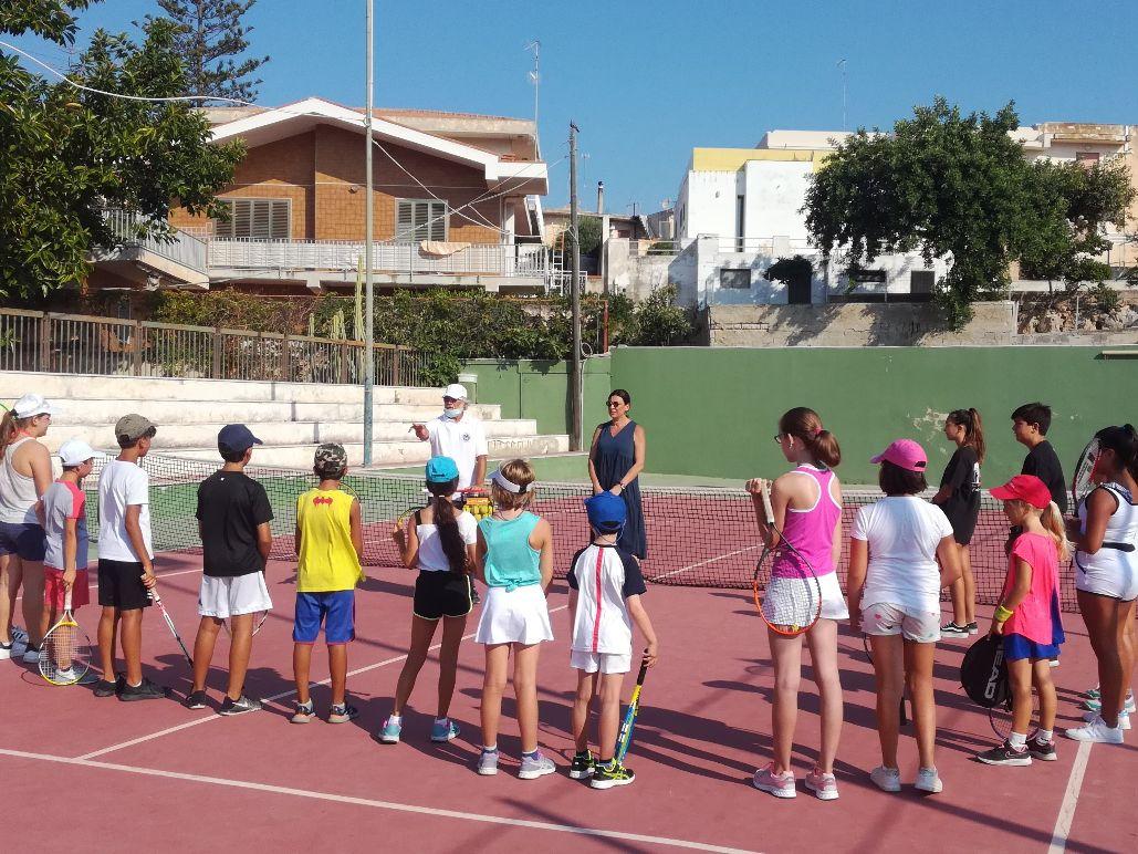 Modica, tornano a Marina i corsi gratuiti di tennis organizzati dal Comune