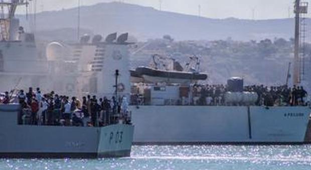 Porto Empedocle,  500  migranti in fuga dalla tensostruttura