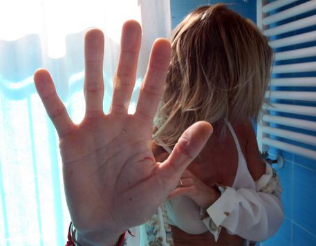 Tenta di uccidere la compagna incinta, arrestato a Forlì