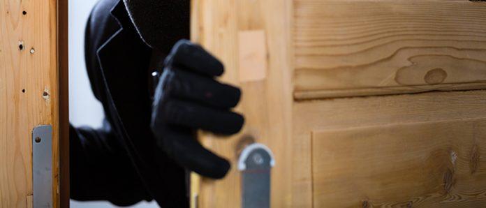 Tenta il furto in una casa a Trapani, sedicenne arrestato