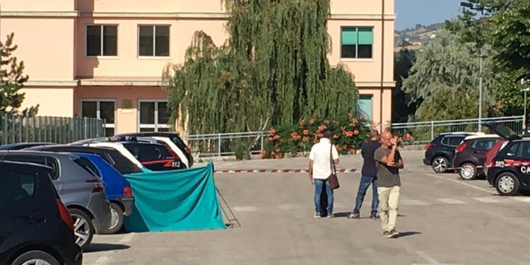 Dottoressa uccisa   a coltellate davanti l'ospedale di Teramo