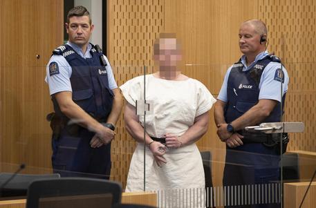 L'autore della strage in Nuova Zelanda licenzia il suo avvocato: mi difendo da solo