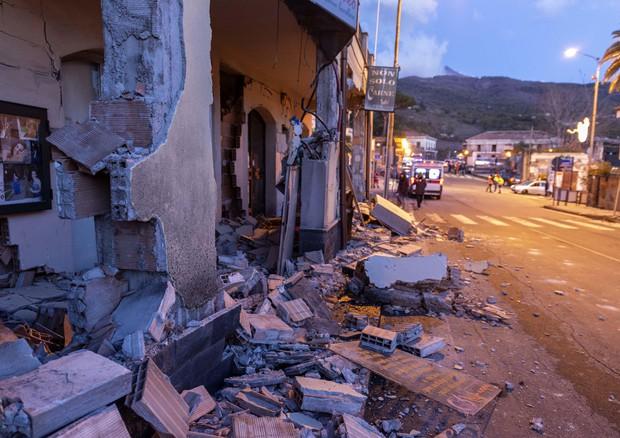 Etna, sisma di magnitudo 4.8 nella notte nel Catanese: crollano case e ci sono feriti