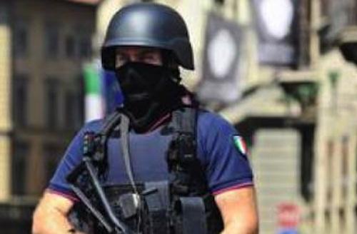 Squadre antiterrore di polizia e carabinieri in 20 città italiane