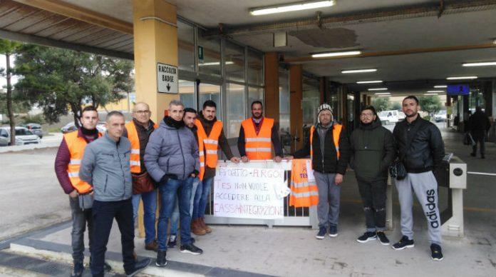 Gela, licenziati 15 . operai della Tes: l'indotto si ferma per protesta