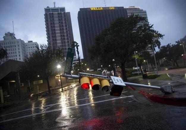 Uragano Harvey in Texas semina distruzione e 5 morti