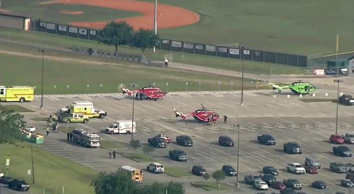Sparatoria in Texas a scuola: 10 morti, preso l'autore