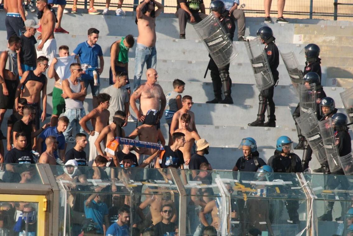 Quattro pseudo tifosi denunciati nel dopo gara  di Siracusa - Catania