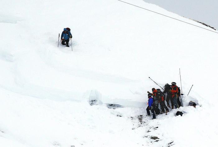 Una valanga fa una strage a Tignes, 9 morti sotto la neve