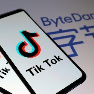 Trump annuncia un decreto per vietare l'uso di Tik-Tok