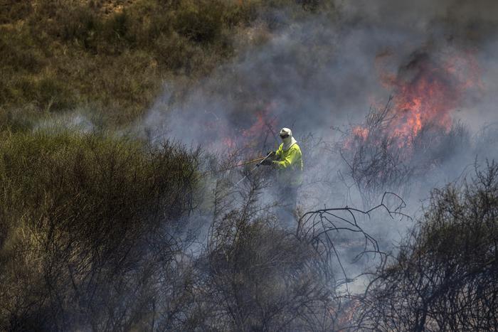Il fuoco divora la Timpa di Acireale e Capo Mulini, incendio pure a Riposto