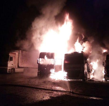 Incendiati tir nel Ragusano: domani arriva il presidente Crocetta