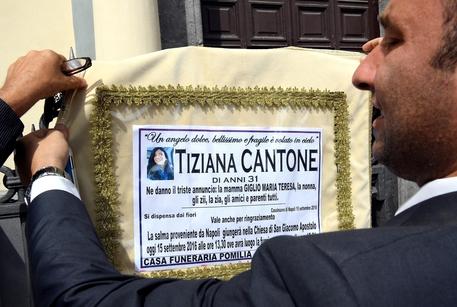 Il tribunale di Napoli, dovevano essere rimossi i video su Tiziana da Facebook