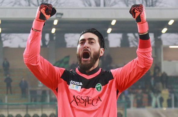 Matteo Tomei è il portiere del Siracusa: è stato per 2 stagioni al Pordenone