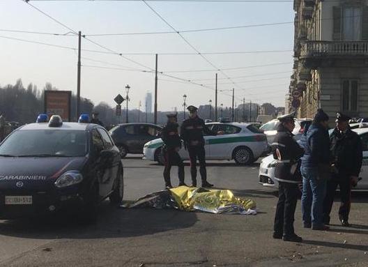 Uomo ucciso a coltellate ai Murazzi a Torino