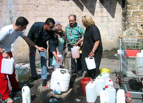 Torna l'acqua a Catanzaro, tutta notte a lavoro per riparare la perdita
