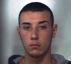 Catania, lui arrestato per droga e la madre denunciata per furto di energia elettrica