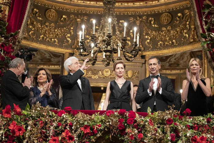 Tosca apre la stagione alla Scala di Milano, ovazione per il capo dello Stato