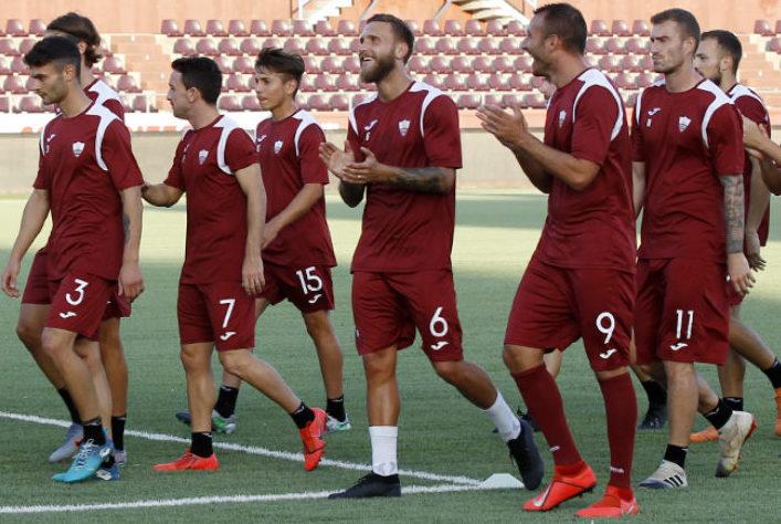 Scuole calcio in campo a Trapani prima della sfida di Coppa contro il Piacenza