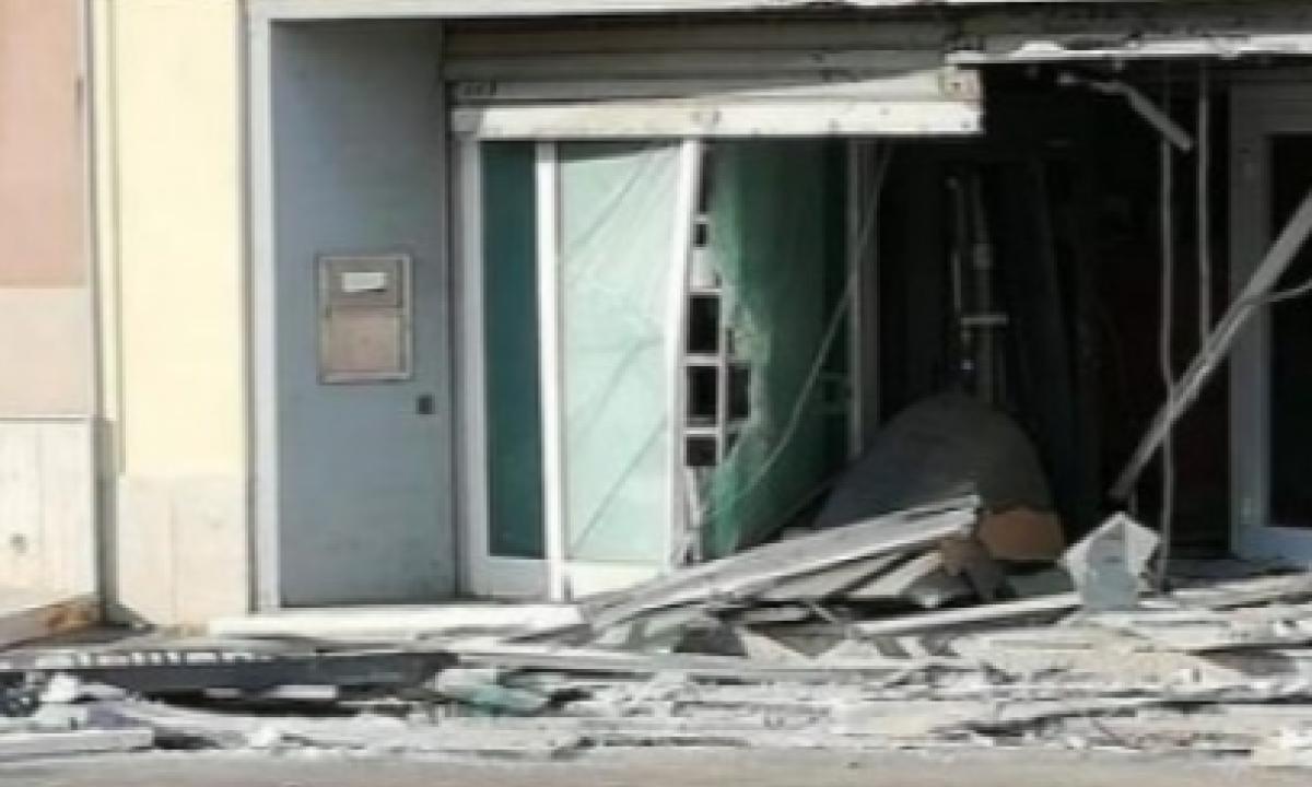 Scardinato bancomat al Credito siciliano a Trapani: bottino 100 mila euro